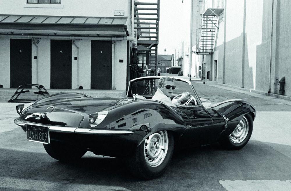 Steve McQueen con su Jaguar XKSS