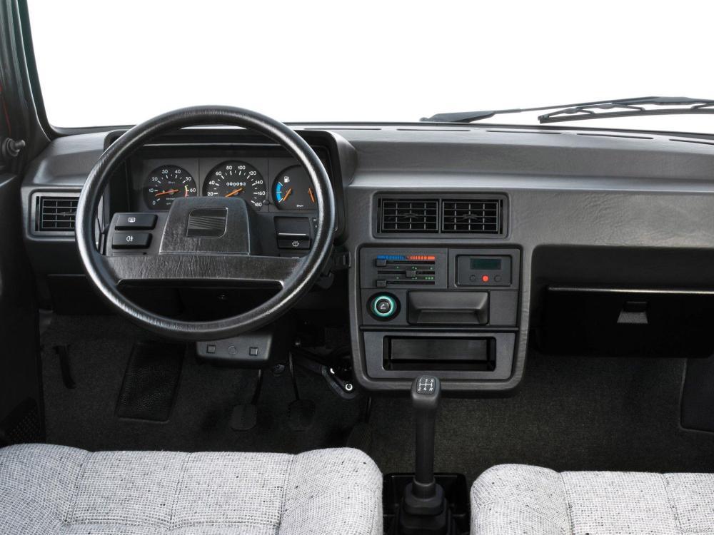 Interior del SEAT Ibiza de 1984